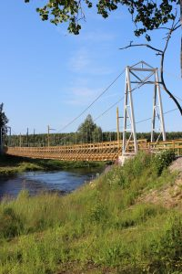 Riippusilta Siikajoen yli Paavolassa, jännemitta 70 m.