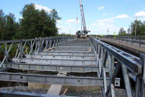 Bayley-varasiltakalustosta rakennettu kevyenliikenteen silta Temmes-joen yli Limingassa, pituutta yhteensä 51 m.