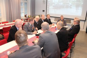 Muistomerkkitoimikunta viimeisessä kokouksessaan Museo Militariassa 26.11.2016